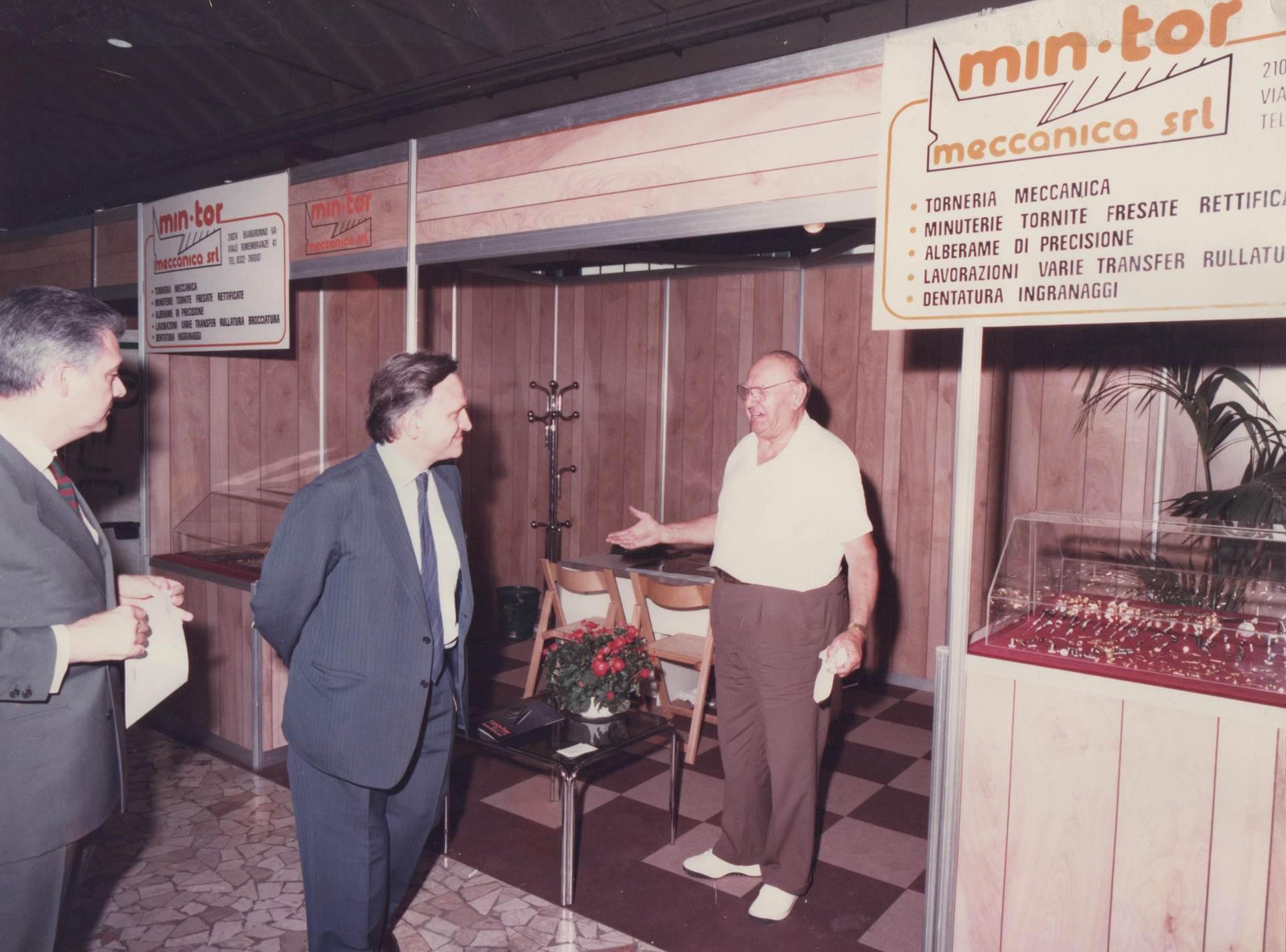 Luigi Ghiringhelli, fondatore di MIN-TOR, durnate una fiera negli anni 80.